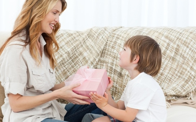 ТОП-60 идей, что подарить на День рождения подруге