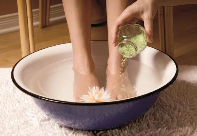 Как избавиться от запаха ног в домашних условиях быстро и эффективно