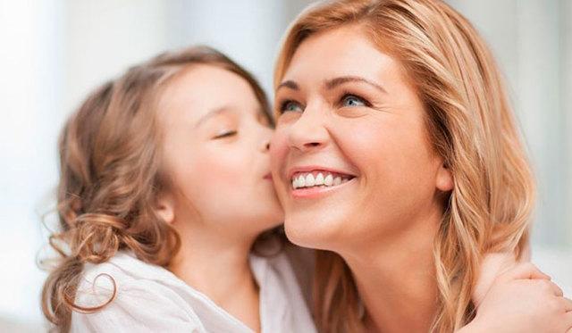 Что можно подарить маме на День рождения: ТОП-40 идей