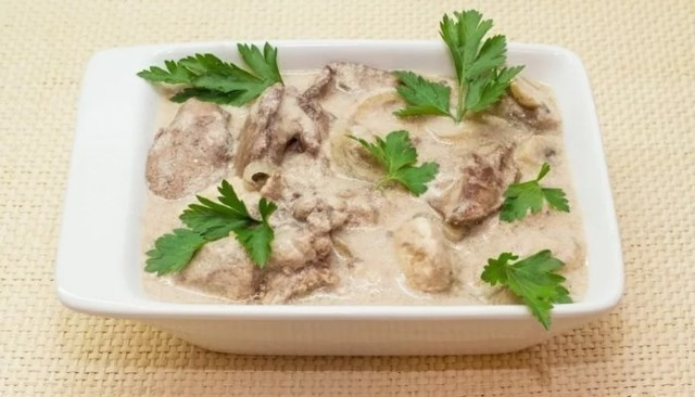 Как приготовить куриную печень со сметаной на сковороде: 7 рецептов