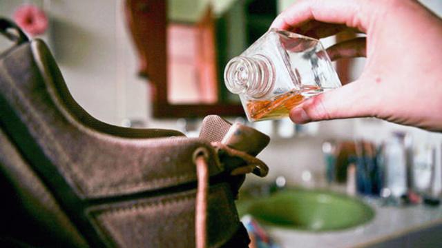 Как избавиться от запаха в обуви в домашних условиях быстро