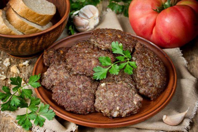 Как приготовить печеночные оладьи из говяжьей печени: 7 рецептов