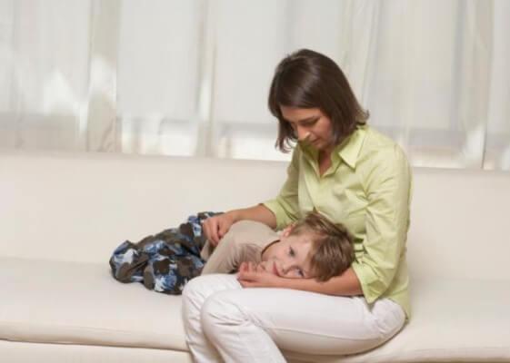 Рвота у ребенка без поноса и температуры: причины, что делать?