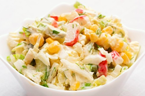 Салат с крабовыми палочками: ТОП-15 самых вкусных и простых рецептов