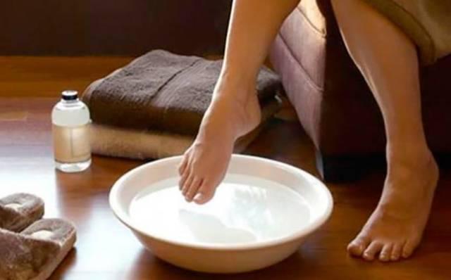 Как почистить пятки в домашних условиях быстро и эффективно: 10 рецептов + аптечные средства