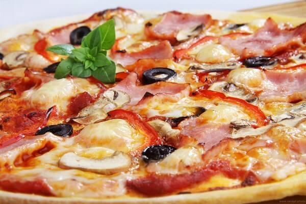 Быстрая пицца на сковороде за 10 минут: ТОП-6 рецептов