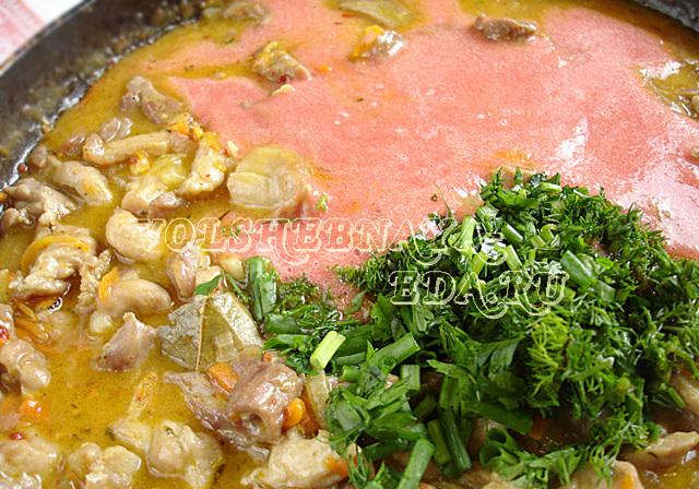 Как приготовить поджарку из свинины с подливкой на сковороде