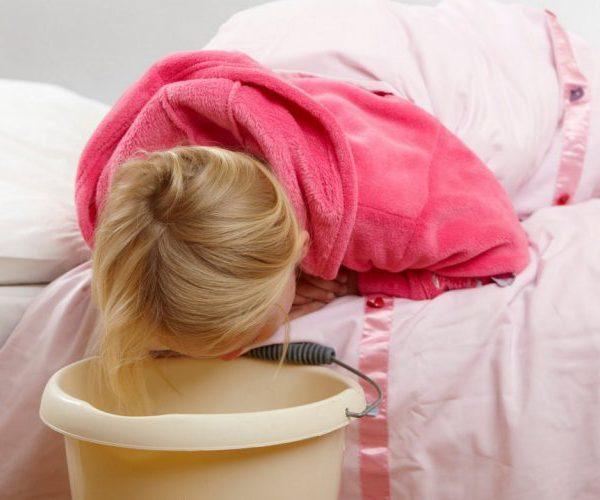 Как остановить рвоту у ребенка в домашних условиях?