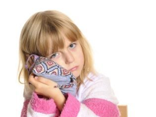 Болит ухо у ребенка: что делать в домашних условиях?