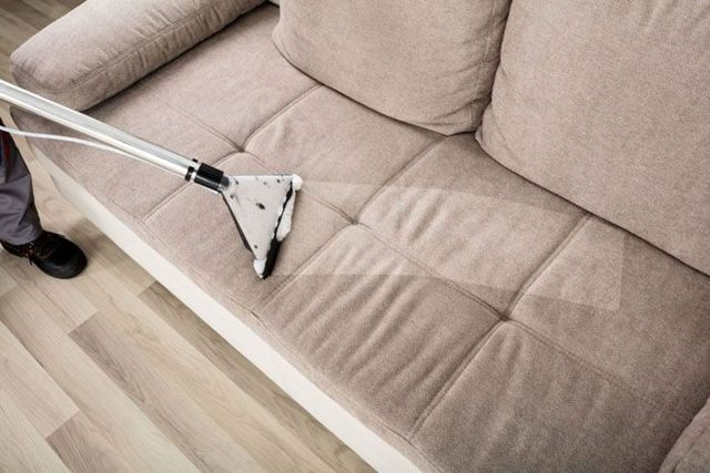 Как очистить диван от пятен и разводов в домашних условиях: 21 способ